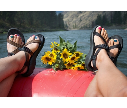Feet and flowers with raft on Salmon River