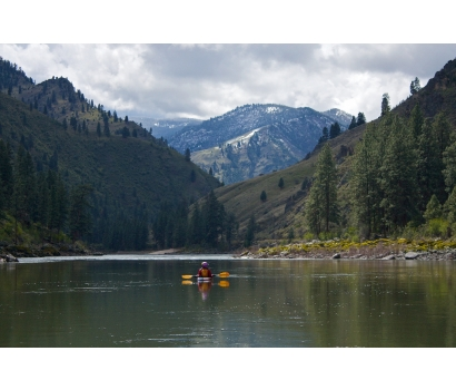 Jo Deurbrouck kayaking alone on the Salmon River